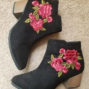 Qupid Embroidered Booties size 5.5